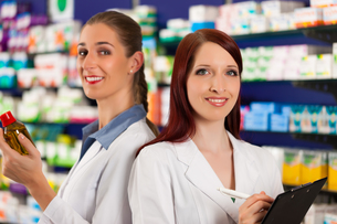 pharmacist team in pharmacy drugsの写真素材 [FYI00825492]