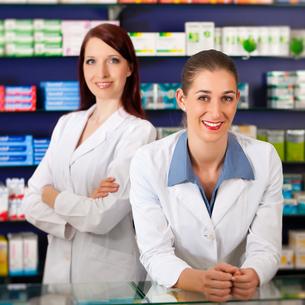 pharmacist team in pharmacy drugsの写真素材 [FYI00825518]