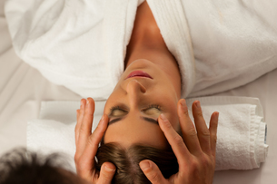 beauty treatment in a spaの写真素材 [FYI00825918]
