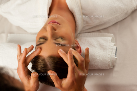 beauty treatment in a spaの写真素材 [FYI00825968]