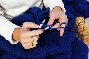 knitting for relaxationの写真素材 [FYI00826794]