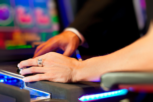 couple in casinoの写真素材 [FYI00827392]