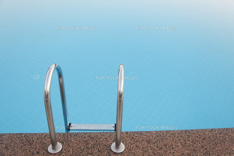 steps to the poolの写真素材 [FYI00827770]