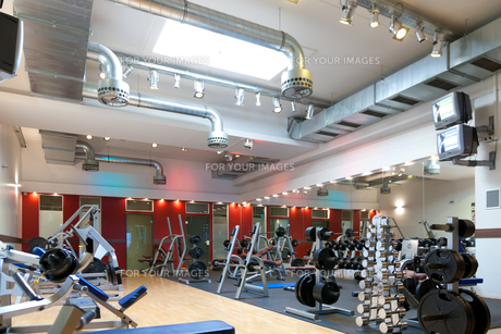 fitness center - equipment and weightsの素材 [FYI00828468]