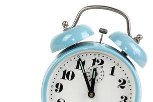 alarm clock blue - optional - white backgroundの写真素材 [FYI00829869]