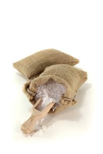 coarse salt grainsの写真素材 [FYI00830058]