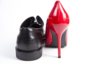 red pumps and black men's shoeの写真素材 [FYI00833062]