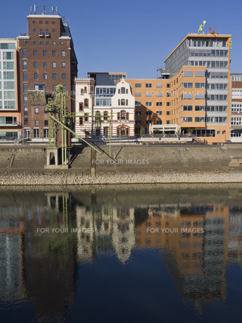 medienhafen duesseldorf - old port with a new lookの写真素材 [FYI00833310]