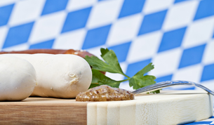 white sausage with mustardの写真素材 [FYI00833480]
