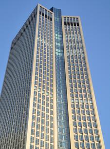 skyscraper in frankfurtの写真素材 [FYI00833506]