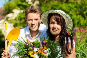 happy couple in the garden in summerの写真素材 [FYI00834947]