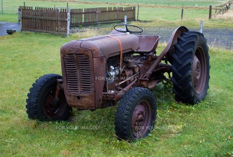oldtimer tractorの素材 [FYI00835463]