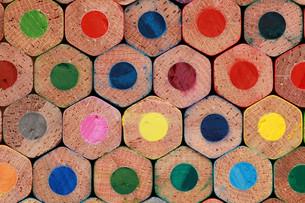 underside of colored pencilsの写真素材 [FYI00835698]
