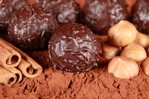 dark chocolatesの写真素材 [FYI00835713]