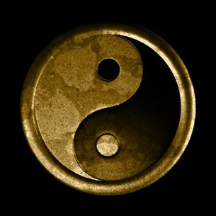 yin and yang symbol - grunge effectの写真素材 [FYI00836223]