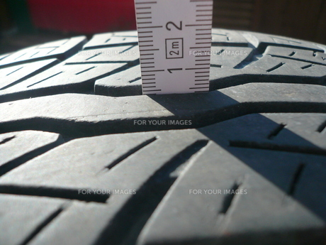 tread depth measurementの素材 [FYI00837189]