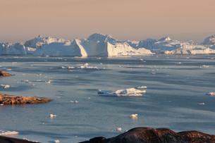 disko bay in ilulissat iiiの写真素材 [FYI00837353]