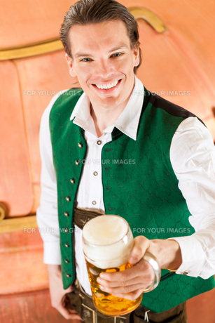 man in costume with beer glass in breweryの素材 [FYI00837569]