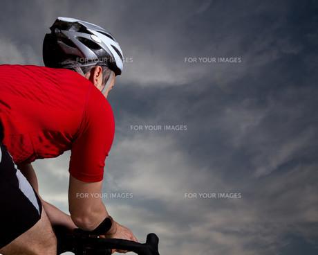 triathlete on bicycleの素材 [FYI00838207]