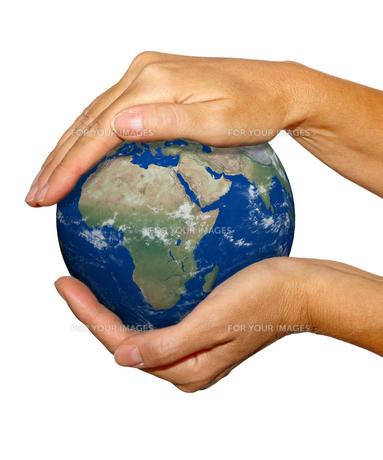 globe between his hands free toの写真素材 [FYI00838296]