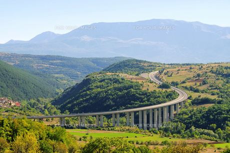gran sasso highway - gran sasso freeway 01の写真素材 [FYI00838851]
