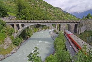 the famous train through switzerlandの写真素材 [FYI00839947]