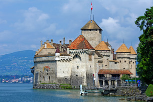 the symbol of montreux - chillon castleの写真素材 [FYI00839989]