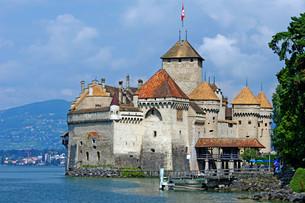 the symbol of montreux - chillon castleの素材 [FYI00839989]