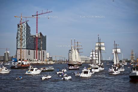 hamburg harbor birthdayの素材 [FYI00840586]