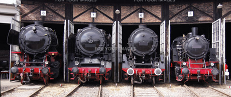 roundhouse with steam locomotivesの素材 [FYI00841005]