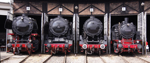 roundhouse with steam locomotivesの写真素材 [FYI00841005]