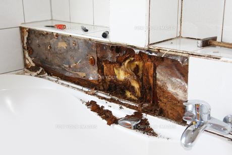 water damage in bathroomの写真素材 [FYI00842209]