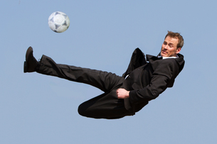 businessman with footballの写真素材 [FYI00842535]