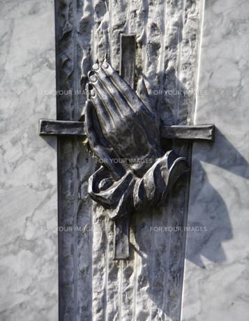 sterbebild - praying handsの素材 [FYI00843058]