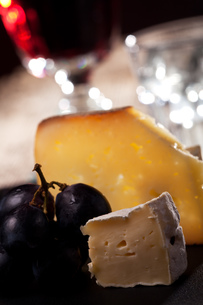closeup of swiss cheese with grapes and wineの写真素材 [FYI00843107]