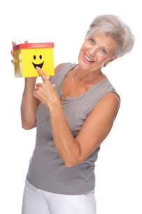 studio shot of an active senior citizen with a boxの写真素材 [FYI00843417]