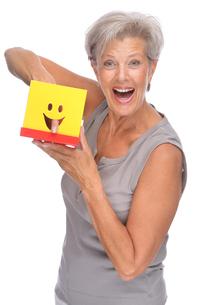 studio shot of an active senior citizen with a boxの写真素材 [FYI00843436]
