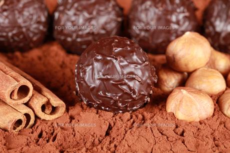 dark chocolatesの写真素材 [FYI00843530]
