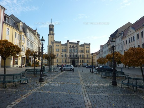 zittau market square with town hall in neo-renaissance styleの写真素材 [FYI00843789]