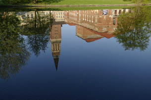 reflection of the town hall in miniature kielの写真素材 [FYI00843959]