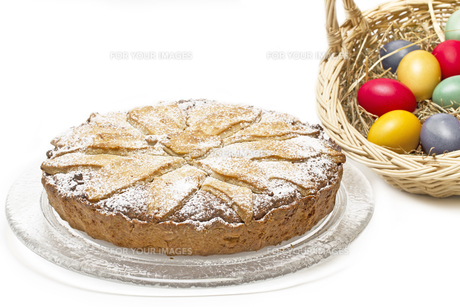 full carrot pie cake with easter decorationの素材 [FYI00844104]