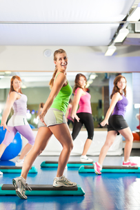 fitness - training and workout in the gymの写真素材 [FYI00844234]