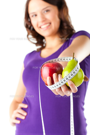 woman with apple,pear and measuring tapeの写真素材 [FYI00844239]