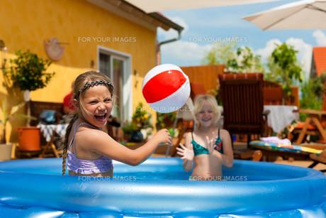 children play in the waterの写真素材 [FYI00844488]