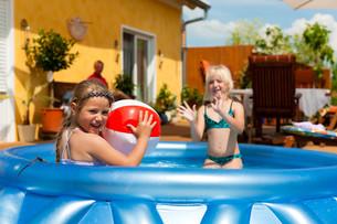 children play in the waterの写真素材 [FYI00844512]