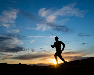 jogging in the sunsetの写真素材 [FYI00844559]
