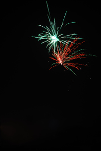 fireworks red green highの写真素材 [FYI00844592]