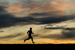 jogging in the sunsetの写真素材 [FYI00844595]