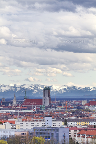 munich with hairdryer with alpenblickの素材 [FYI00845075]