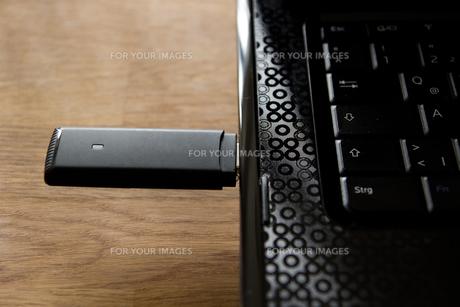 usb internet stick on a notebookの素材 [FYI00845579]